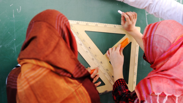 Младите момичета в австрийските начални училища вече няма да покриват