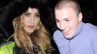 И синът на Мадона се пробва на сцената