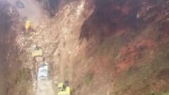 150-метрово свлачище на пътя Смолян-Мадан достигна електропровод