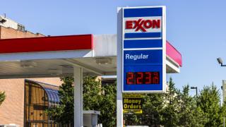 Век след разделянето си заради монопол Exxon и Chevron са обмисляли сливане в края на 2020-а