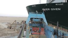 Корабът, блокирал Суецкия канал, още е в Египет. И не е ясно кой ще плати, за да бъде освободен