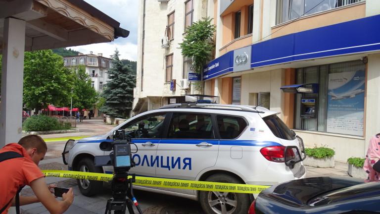 40-годишният мъж, обрал вчера банков клон в Дупница, е бивш
