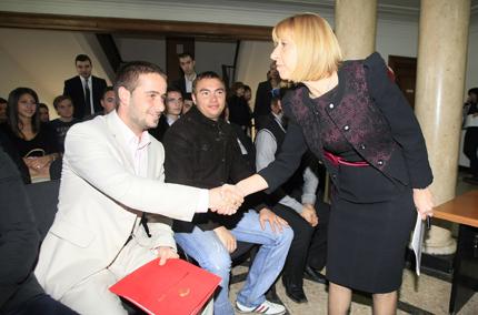 Кой окупира университетите, чудят се студенти на среща при Клисарова