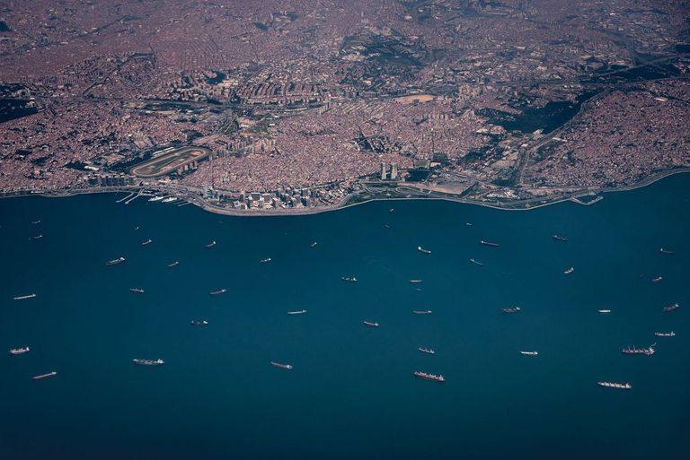 Новият воден път трябва да облекчи огромния трафик през Босфора