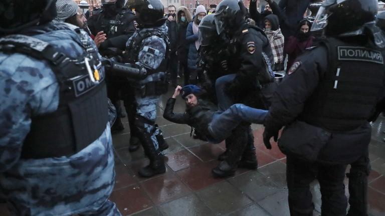 Кремъл: На протестите в подкрепа на Навални имаше хулигани и провокатори