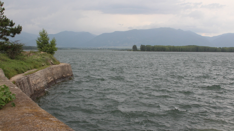 По-строг режим на водата искат от кмета на Перник