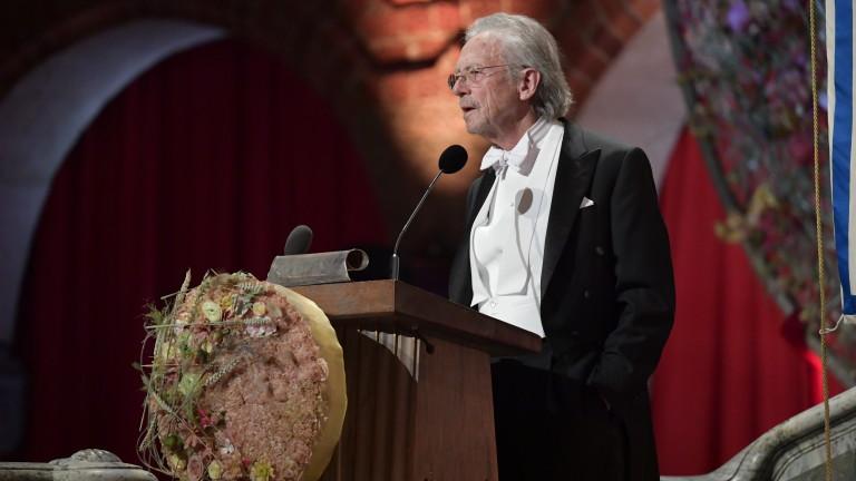 Босненската столица Сараево обяви нобеловия лауреат Петер Хандкеза персона нон