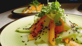 Салата с ябълка и морков