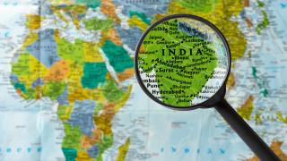 Над 150 изчезнали при свличането на ледник в Индия