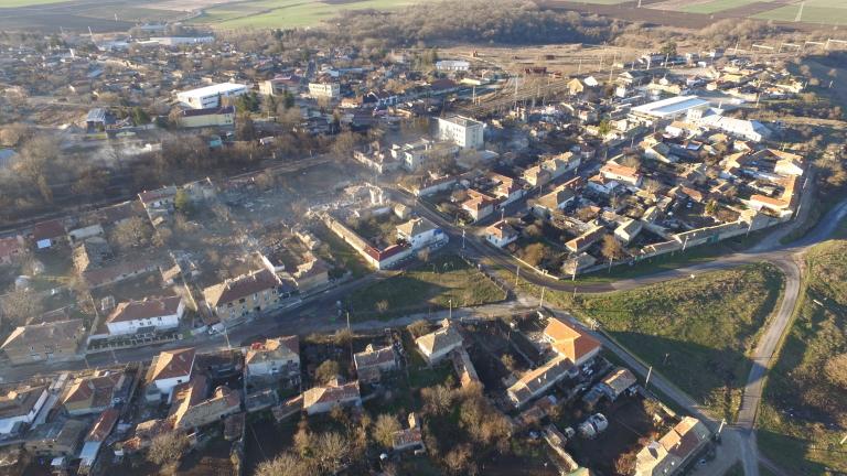 Жители от Хитрино искат да ги допуснат до домовете им