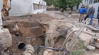 С техника от Ст. Загора и материали от Бургас оправят аварията в Хасково