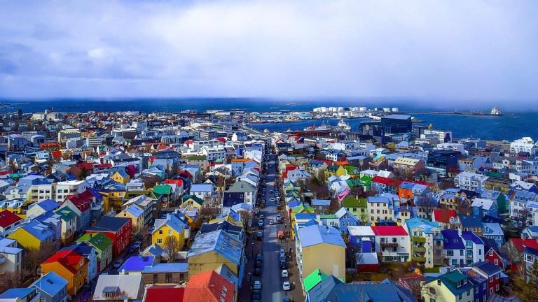 Десетилетие след колапса на икономиката им, исландците днес са далеч