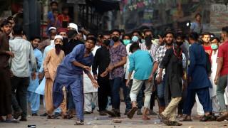 Парламентът на Пакистан дебатира дали да бъде изгонен посланикът на Франция