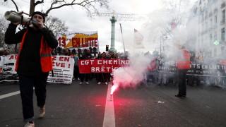 Франция стачкува, транспортът е блокиран, училища и забележителности са затворени