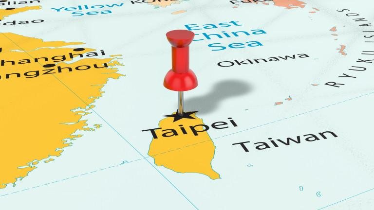 Два военни кораба на САЩ през Тайванския проток вбесяват Китай