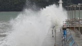 Жълт код за бурен вятър по морето