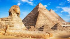 Провокативните снимки на една египтянка пред пирамидите