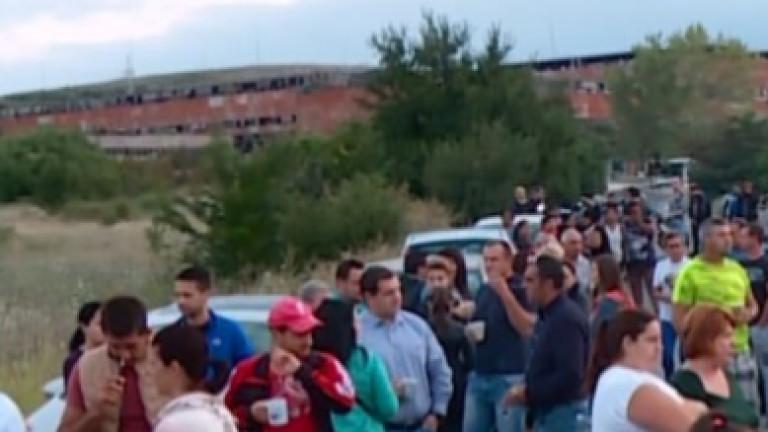 Продължават протестите край Шишманци. Жители на селото, а също и
