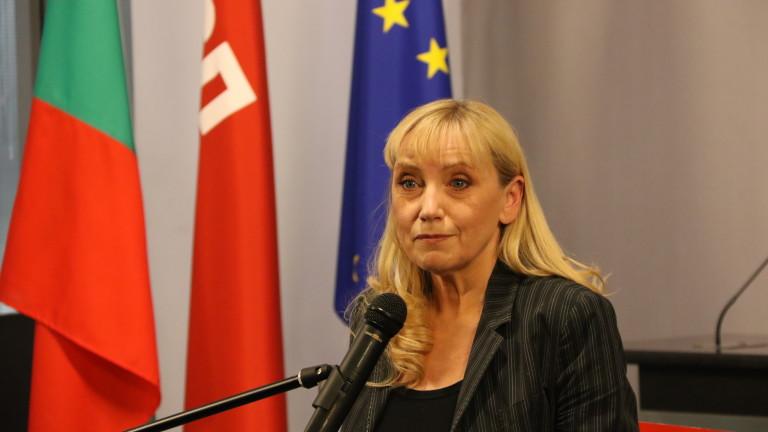 Елена Йончева: Борисов е на път да изкара България от Европа; 60 см ще е дълга бюлетината за евровота