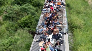 Бандити отвлякоха десетки имигранти в Мексико