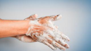 Да си мием ръцете най-малко 20-30 секунди със сапун, съветва специалист