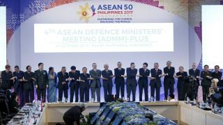 Китай и АСЕАН с опит да градят доверие с военноморски учения в спорен регион
