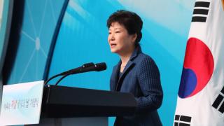 Хиляди поискаха оставката на южнокорейския президент