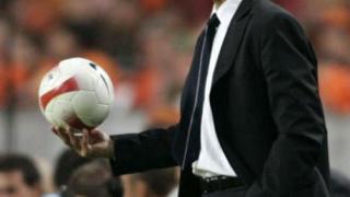 Ван Бастен поема Челси след края на сезона?