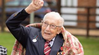 Рицарско звание за 100-годишния ветеран Том Мур, събрал 33 млн. лири за британските лекари