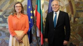 Захариева се срещна със специалния представител на САЩ за Афганистан