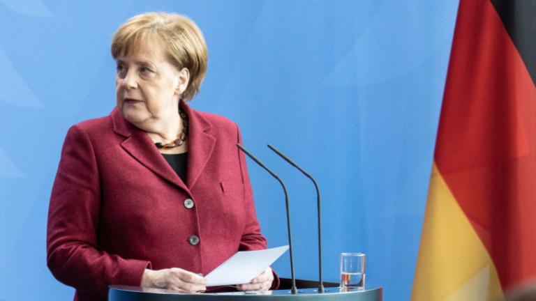 Германският канцлер Ангела Меркел е пред белите страници от последните