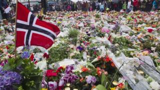 Хиляди норвежци почетоха жертвите на атентатите