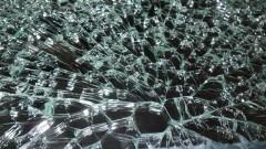 Счупиха стъклото на колата на горските в Сливен