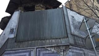Покрив на сграда рухна на централна улица във Враца