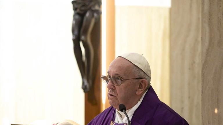 Папата: Загиналите на първа линия от COVID-19 са като жертвите на фронта