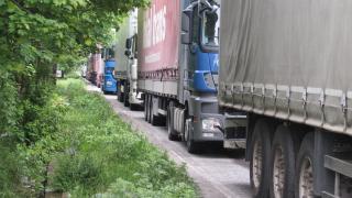600-700 български шофьори дни наред са блокирани на пристанища в Италия