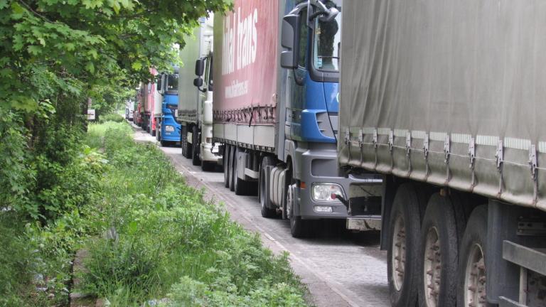 Жалба спря поръчка за система за събиране на тол такси от камиони над 3,5 т