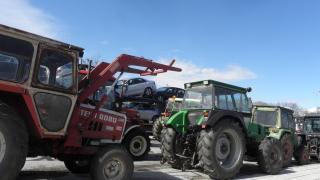 Зърнопроизводители струпаха 200 трактора в Генерал Тошево
