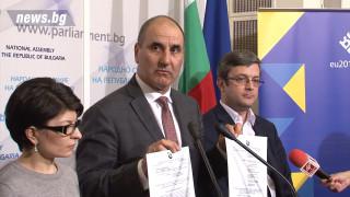 ГЕРБ и Патриотите събрали подписите за оставката на Жаблянов