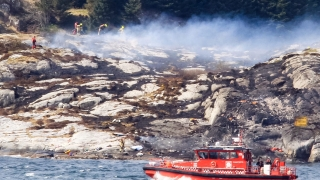 Хеликоптер с над 10 души на борда се разби в Норвегия