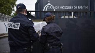 Полицията в Париж задържа мъж, въоръжен с мачете