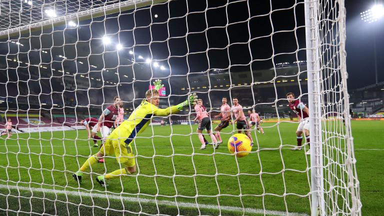 Бърнли взе задължителната победа срещу Шефилд Юнайтед