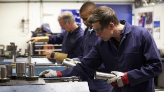 Фирмите в Германия отчаяно търсят работници, предлагат гъвкаво работно време