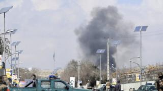 Атентатор уби най-малко 30 души в джамия в Кабул