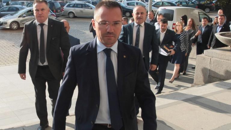 """Джамбазки настоява за затваряне на общежитията във """"Военна рампа"""", """"Враждебна"""" и """"Овча купел"""""""