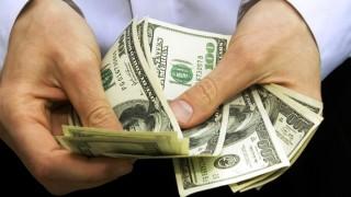 Заплатите в САЩ растат най-бързо от 10 години, но рискът от инфлация расте