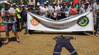 Полицаите ходели при шивачи, за да им кърпят униформите