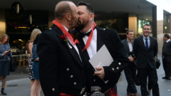 Австралийският парламент отхвърли референдум за гей браковете