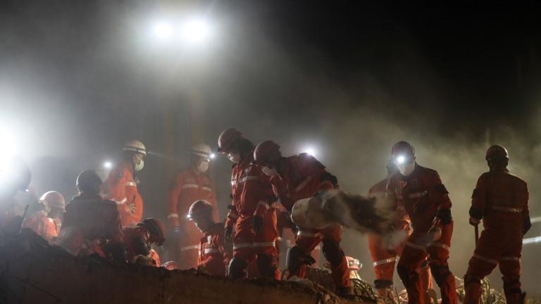 Над 70 жертви и 950 ранени след земетресенията в Турция