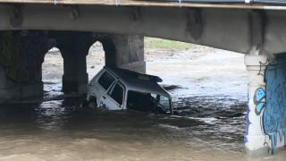Патрулка падна в река Владайска в София